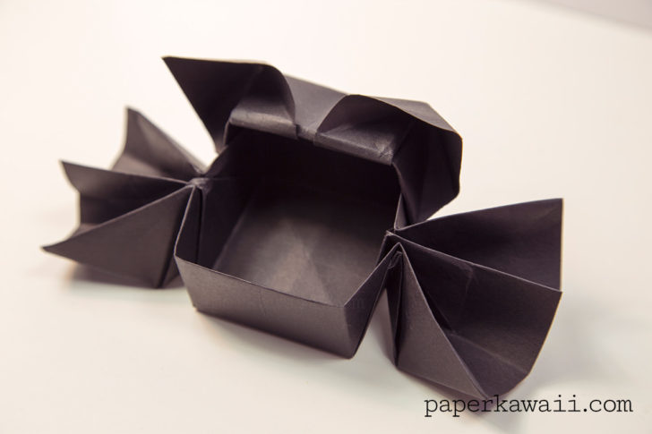 Origami Spider or Bat Candy Box - Halloween via @paper_kawaii