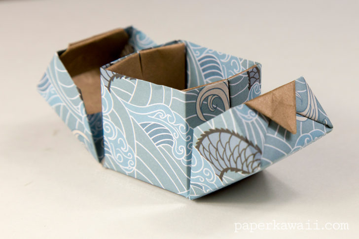 Learn how to make a modular origami hinged box with lids that open to the sides, this box would make a very neat wedding ring box! #origami #origamibox #tutorial #instructions #crafts #diy