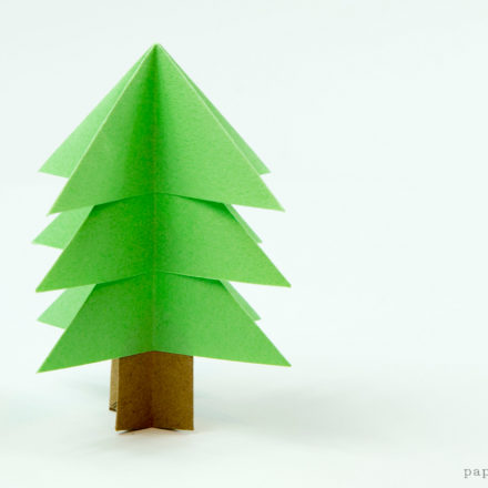 Simple Origami Christmas Tree Tutorial via @paper_kawaii